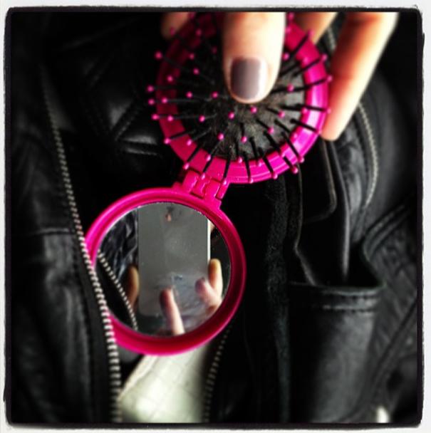 Blick in Holly's Handtasche