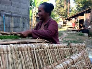 Zen Namkhan Laos - Frau im Dorf